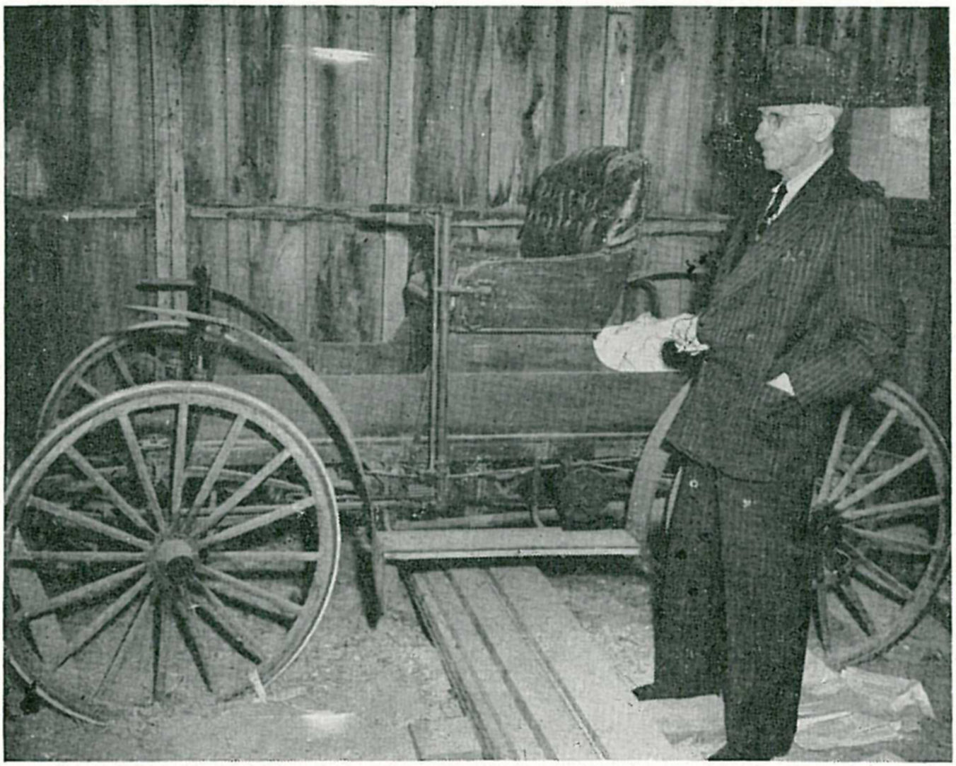 Alvaro S. Krotz and his Sears Motor Buggy. Click on the picture to see the full size.